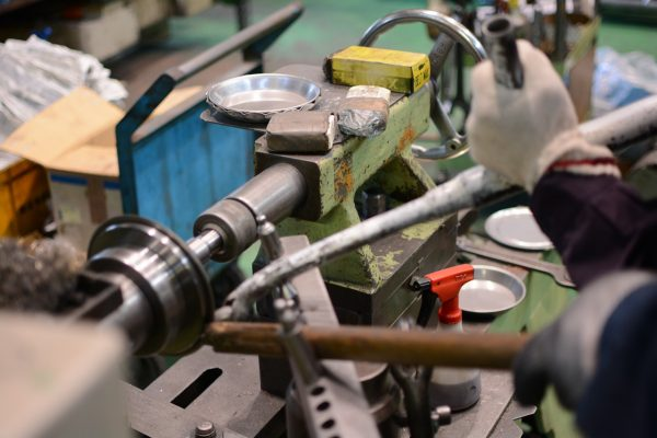 hand using robot lathe machine